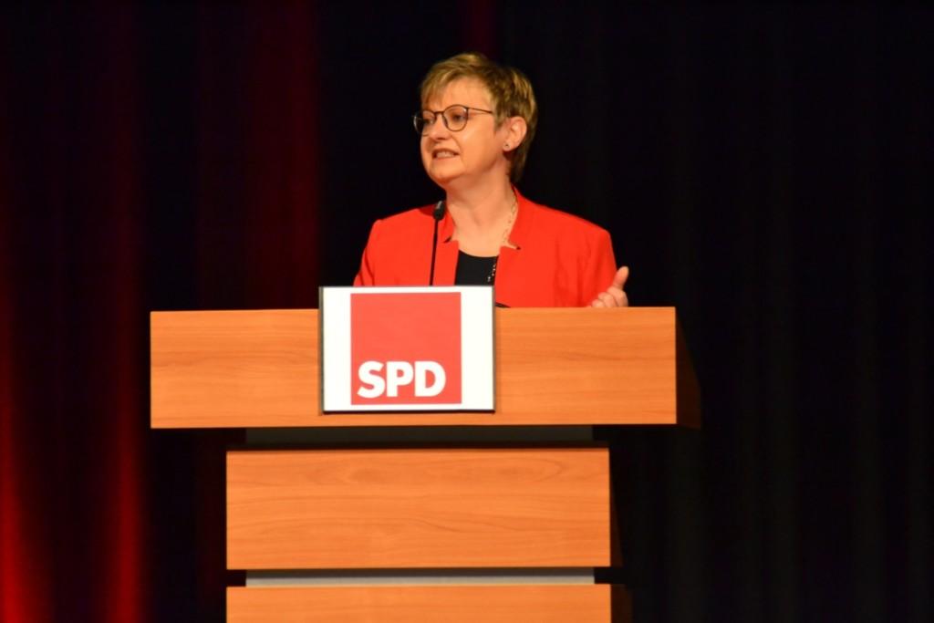 Frauke Heiligenstadt am Rednerpult